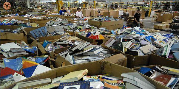 Sáng nay có bạn inbox hỏi Ly tại sao lại có nhiều cuốn sách rất dở, nội dung ba xàm ba láp mà vẫn được nhà xuất bản cho in. Có mấy cuốn rất tệ mà vẫn được phát hành ra công chúng, không lẽ nhà xuất bản tư duy kém đến thế sao? Nhạc có nhạc rác, phim có phim rác, nhưng sách rác sao lại quá nhiều?